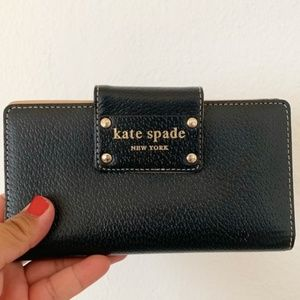 KATE SPADE snap close black leather bifold wallet.